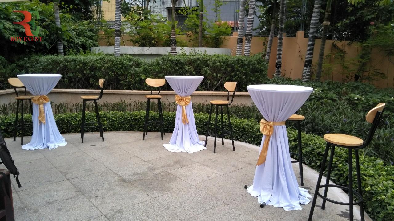 Mẫu bàn bar phù hợp với điều kiện ngoài trời