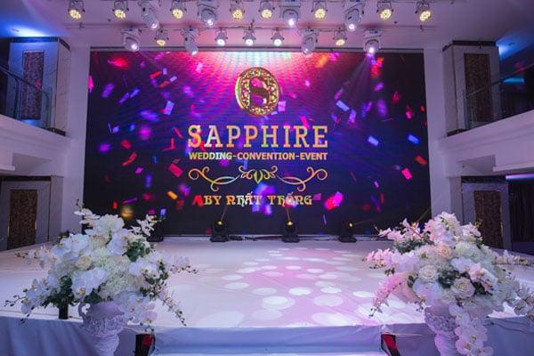 Một đám cưới được tổ chức theo ý tưởng đá Sapphire sang trọng và huyền bí