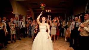 Ý nghĩa việc bắt hoa cưới